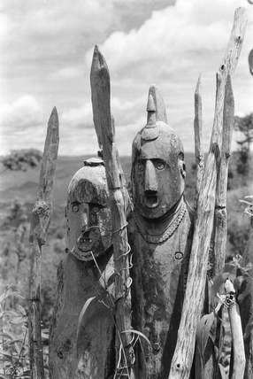 Konso grave carvings