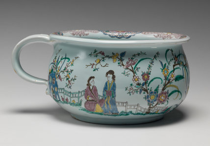 English Delftware chamber pot with Chinoiserie decoration