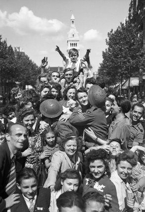 Cheering crowds greet British troops in Paris, 26 August 1944.