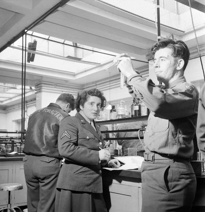 Science students at work in the laboratory at the US Army University, Shrivenham, Wiltshire, in 1945.