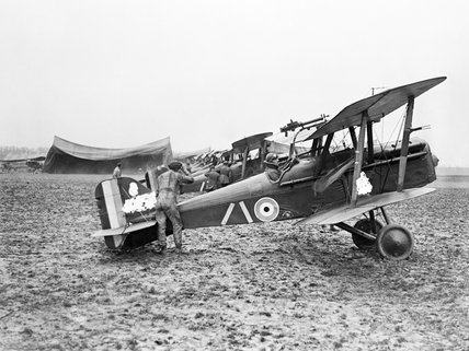 SE.5 aircraft of No.32 Squadron at Humieres airfield near St Pol, 6 April 1918.