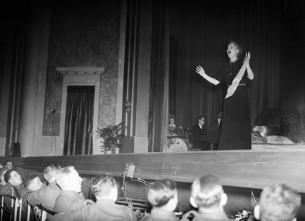Gracie Fields entertains troops at the Apollo Theatre in Lens, France, 16 November 1939.