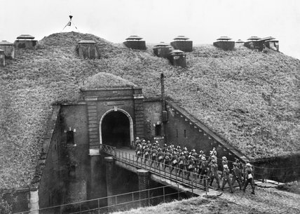 Troops of 51st Highland Division march over a drawbridge into Fort de Sainghain on the Maginot Line, 3 November 1939.