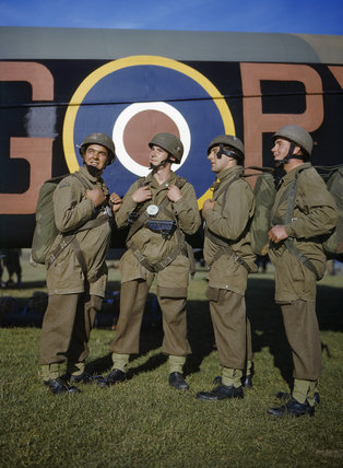 Paratroopers in front of an Armstrong Whitworth Whitley of No. 295 Squadron at Netheravon, October 1942.