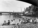 Beneath Southwark Bridge: 1920-1933