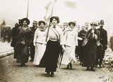 Photograph of suffragettes' procession: 1908