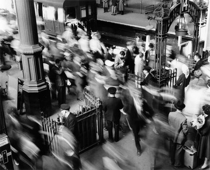 Rush hour at Victoria Railway station: c.1955