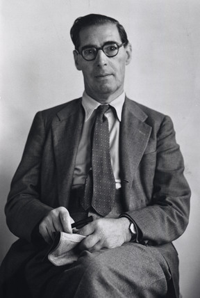 James Hogan managing director of Whitefriars Glass; 1933- 1948