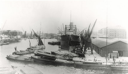 Greenland Dock, Surrey Commercial Docks c 1925
