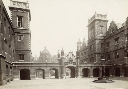 The forecourt of Christ's Hospital: c.1900