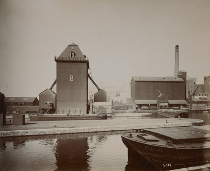 B silo, barges and sailing barge: c.1920