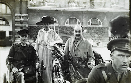 Wounded patients from King Edward VII's Hospital ; 1915