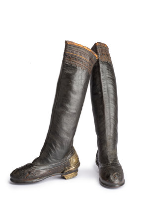 Pair of black leather boots; 1610-1615