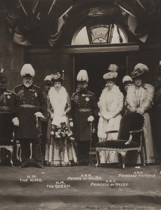 Royal group portrait, Duke of Yorks School,  1908