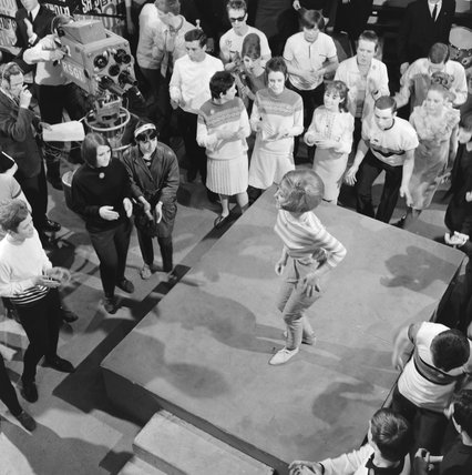 Lulu performing on Ready, Steady, Go in 1964