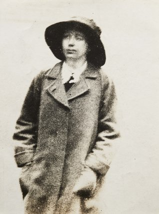 Surveillance photograph of suffragette Olive Beamish: 1913-1914
