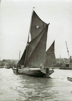 Limehouse Reach c.1939: Sailing Barge
