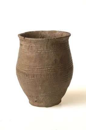 Pottery drinking vessel: early bronze age