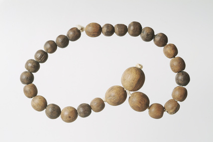 Wooden rosary beads: 15th century