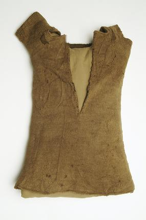 Knitted woollen vest with short sleeves: 16th century