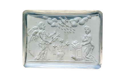Moonstone intaglio representing an 'Annunciation': 16th - 17th century