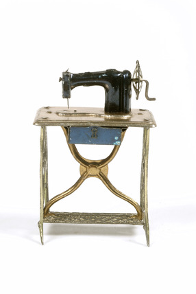 Mechanical penny toy sewing machine: 1905