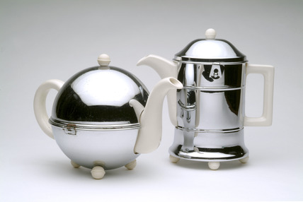 Matching tea & coffee pots: 20th century