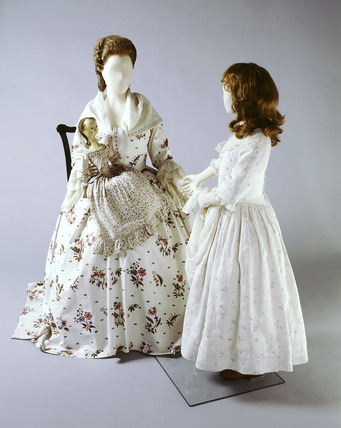Two manequins with 1770s linen dresses and 1750s doll.