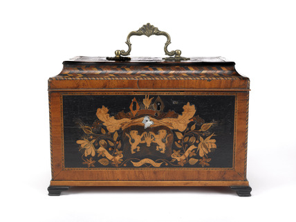 Wooden tea chest: 18th century
