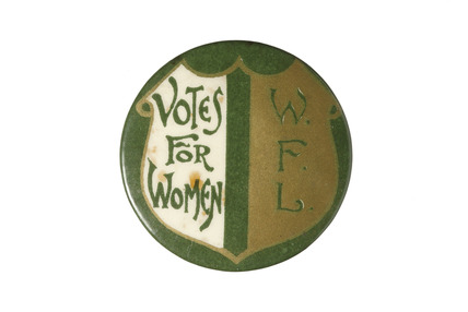 Green, white and gold badge: 1909-1914