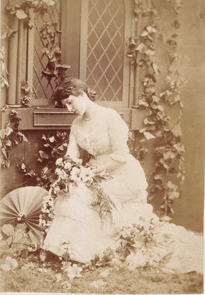 Photographic portrait of Lillie Langtry: 19th century