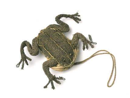 Small purse in the shape of a frog: 17th century