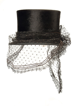 Riding top hat: 19th century