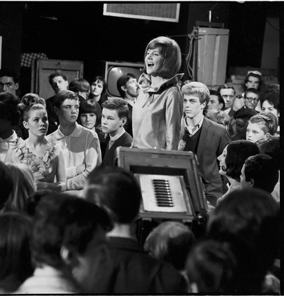 Cilla Black performs on Ready Steady Go! :1964