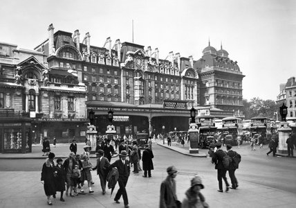 Forecourt of Victoria Station: 20th century