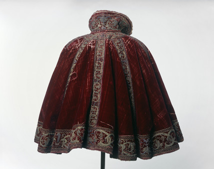 Crimson silk velvet short round cloak: 16th century