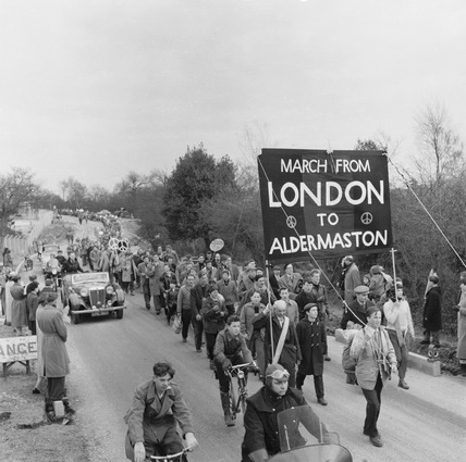 Anti-nuclear protestors march on the road to Aldermaston: 1958