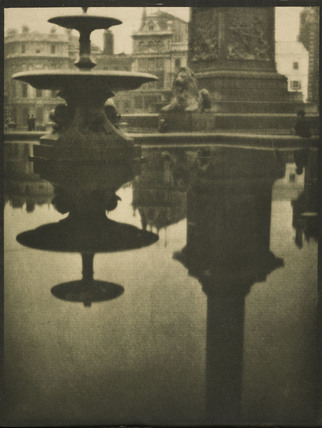 Trafalgar Square from beneath Nelson's Column: c.1900-1909
