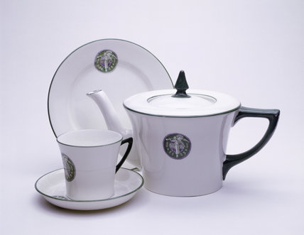 White porcelain teapot set: 1909