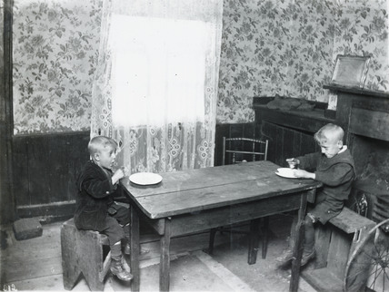 Their mid-day meal: c.1900