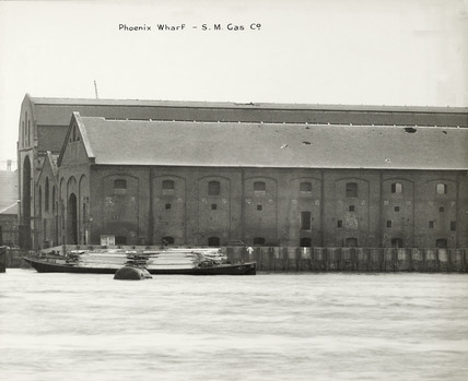 Thames Riverscape showing Phoenix Wharf and The S.M. Gas Co. : 1937