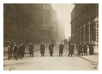 Police cordon at end of Downing Street: 1908