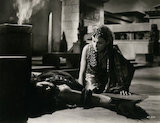 Vivien Leigh as Cleopatra; Flora Robson as Ftatateeta in 'Caesar and Cleopatra'