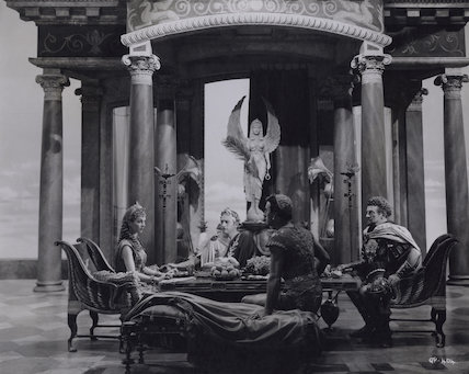 Vivien Leigh; Claude Rains; Stewart Granger and Basil Sydney in 'Caesar and Cleopatra'