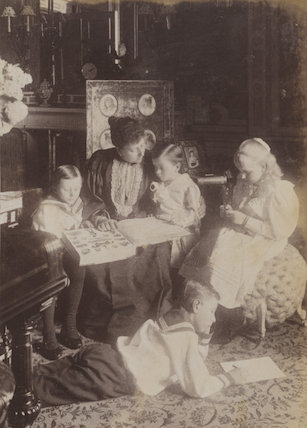 Princess Beatrice of Battenberg with her children