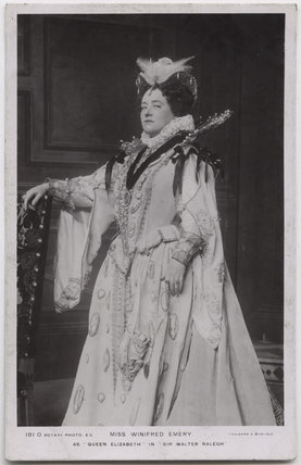 Winifred Emery as Queen Elizabeth in 'Sir Walter Ralegh'