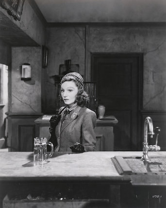 Elisabeth Bergner as Marianne Jannetier in 'Paris Calling'