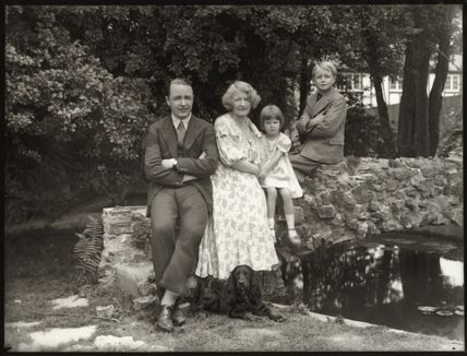 'Lady Mabel Lunn and family'