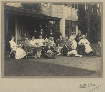 Group including Lallie Charles (née Charlotte Elizabeth Martin), Herbert Carr, Raymond Hitchcock and Sir Charles Blake Cochran