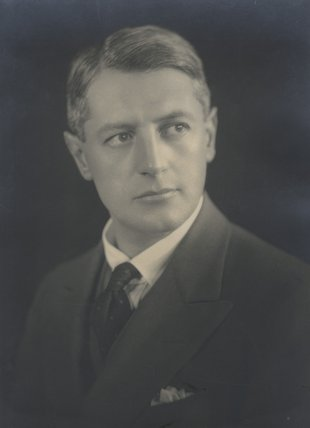 Sir (Arthur) Ronald Fraser